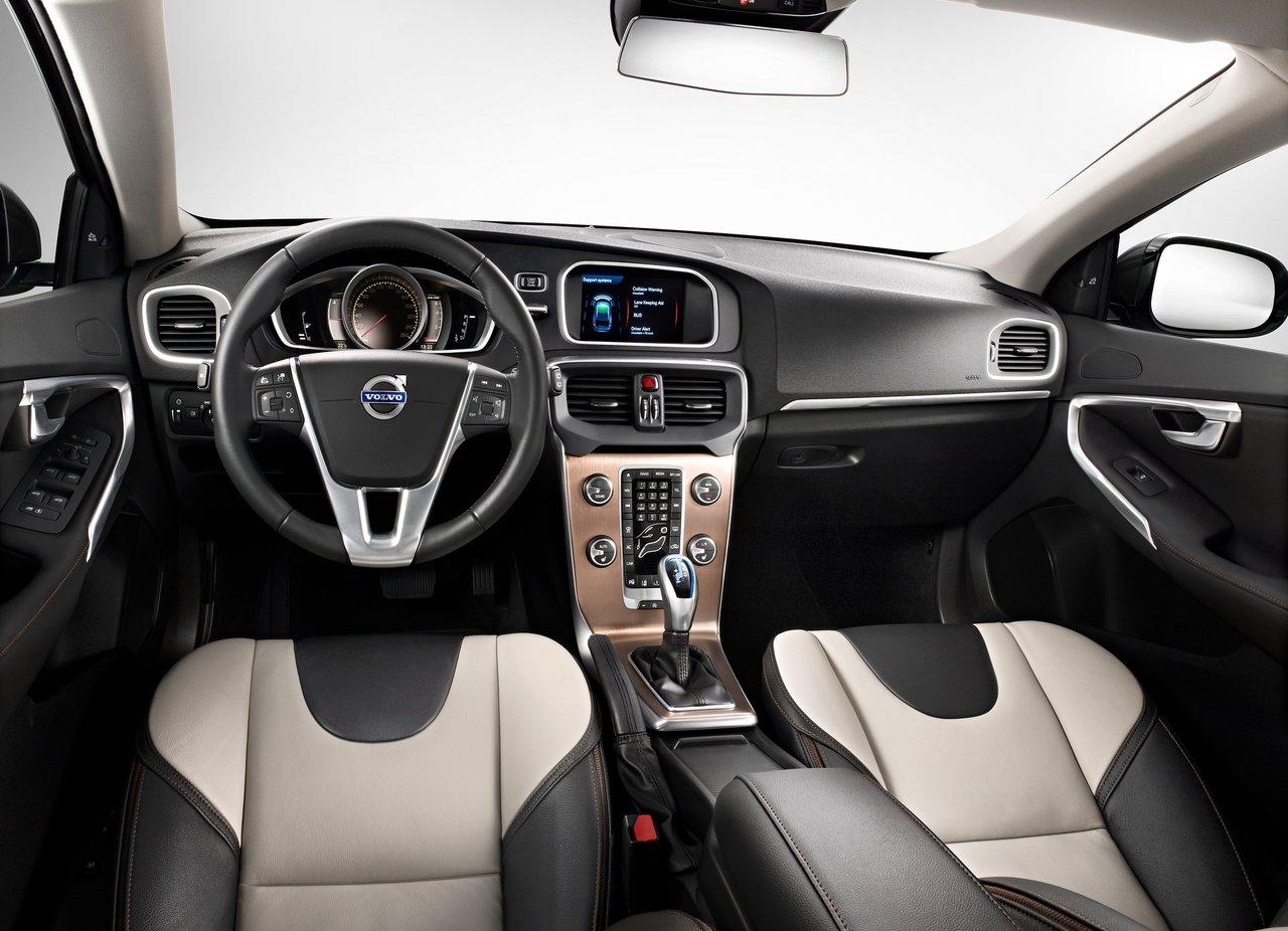 Volvo V40 Cross Country приборная панель