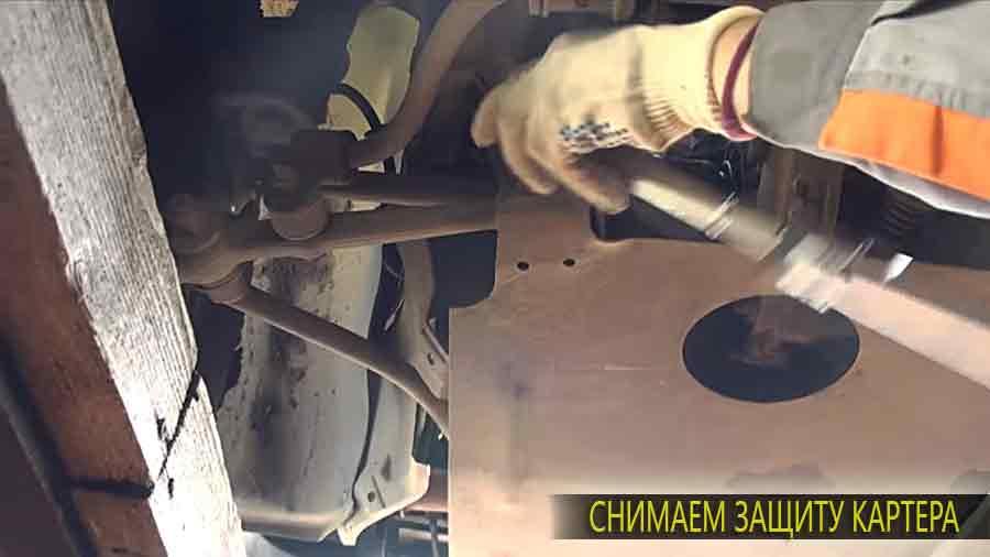 Защита двигателя снимается с помощью ключа.