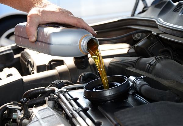 Как самостоятельно заменить моторное масло в автомобиле?