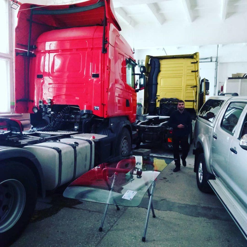 Автостекла для грузовиков и спецтехники: замена и обслуживание
