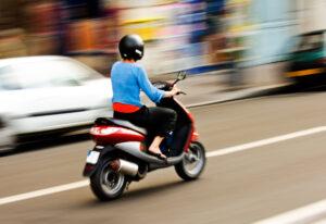 Нужен ли шлем для скутера
